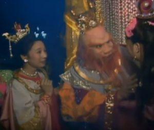 Il re Drago del Mare Orientale discute con moglie e figla