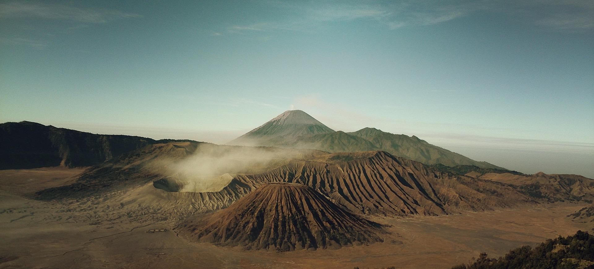 volcanoes 569820 1920