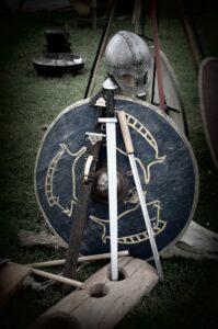 scudo e spada utilizzati dai vichinghi
